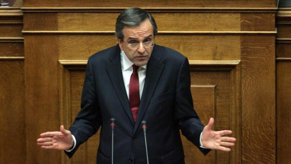 HOLDT TALE:  Den greske statsministeren Antonis Samaras snakket til nasjonalforsamlingen i forkant av budsjettavstemningen i dag. legislature la week before. Budsjettet ble godkjent med komfortabel margin av et flertall av de 300 folkevalgte. Foto: ALEXANDROS / EPA / NTB SCANPIX