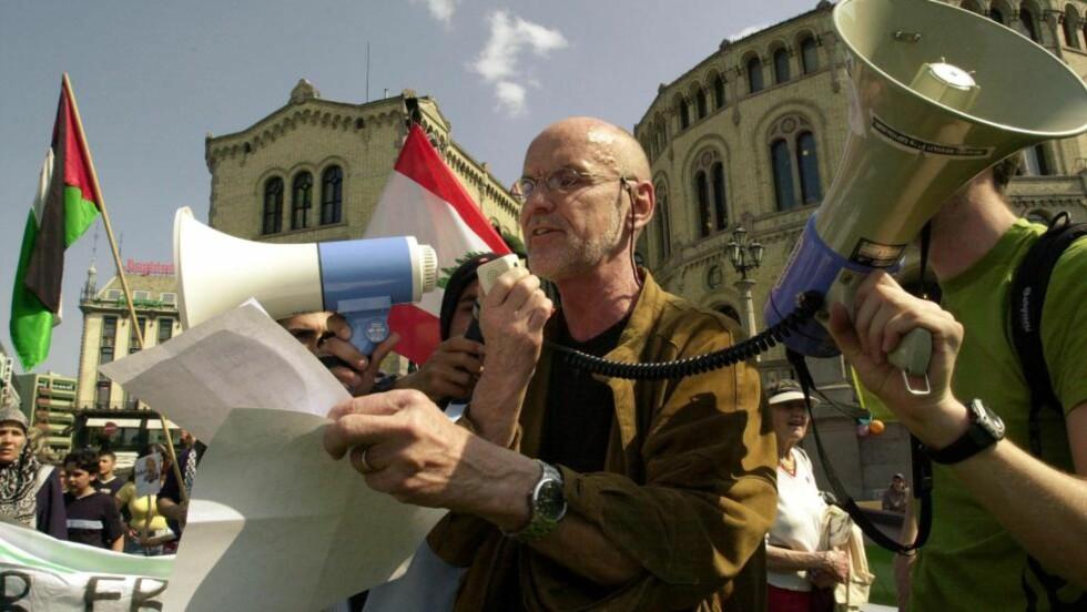 MEDALJE: Trond Ali Linstad får i dag Kongens fortjenestemedalje i sølv. Dette bildet er fra en demonstrasjon i 2008. Foto: Arash A. Nejad / SCANPIX