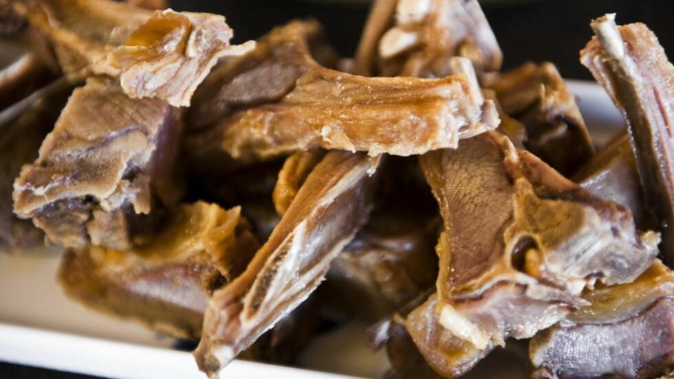 PINNEKJØTT: Nordmenn har satt pinnekjøtt på topp over hvilke matretter turister må smake på når de besøker Norge, ifølge en undersøkelse TNS Gallup har gjennomført for Hotels.com. Foto: HÅKON EIKESDAL