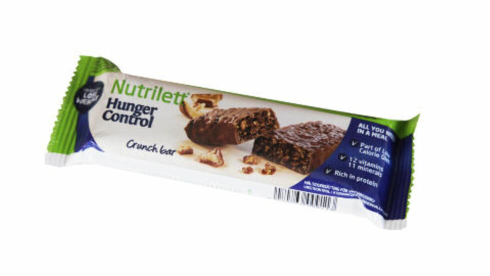 Nutrilett bar  Næringsinnhold pr bar: Energi: 236 kcal, protein: 15 g, karbohydrater: 25 g -hvorav sukkerarter: 15 g, fett: 7,7 g - hvorav mettet: 3,7, kostfiber: 4,0 g Bra fiberinnhold - Mange synes at disse alt-i-ett løsningene er veldig praktiske, sier Henriksen.  - I følge vare deklarasjonen er dette et fullverdig mellommåltid med mye protein et bra fiberinnhold. Jeg er likevel skeptisk til å innarbeide denne vanen med bars, når er du da tilbake til sjokoladen? spør Bugge.   - Er det nødvendig med en hel spiseskje sukker per bar? spør Hamelten.