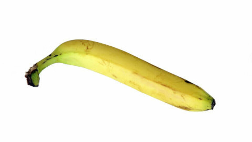Banan Næringsinnhold pr banan: Energi: 83 kcal, protein: 1,1 g, karbohydrater: 18,1 g, fett: 0,3 g - hvorav mettet: 0,1 g, kostfiber: 1,6 g  Et mellommåltid som gir energi i form av karbohydrat og passer før eller underveis på trening.Passer før og under trening - Mange trener veldig bra med en banan i magen, og hvis det fungerer for deg, er det helt utmerket. Den fordøyes raskt og du trenger ikke å være redd for hold eller mageknip under trening, sier Henriksen. - I kombinasjon med yoghurt fungerer det godt også etter trening. Gir passe metthet, sier Bugge.