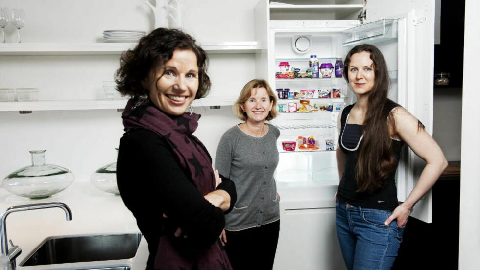 UNNGÅ OVERSPISING: Ernæringsfysiologene er enige om at det er viktig å spise mellommåltider for å holde energien oppe og unngå overspising. Utvalget du får kjøpt i butikken er stort, men det krever litt kunnskap å velge riktig. Ekspertene (fra venstre) Kari Bugge, Christine Henriksen og Tina Hamelten viser deg hvordan. Foto: BENJAMIN A. WARD