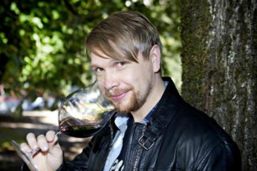 ROBERT LIE: Dagbladets vinekspert Robert Lie (31) jobber som daglig leder og vinansvarlig ved Grefsenkollen restaurant i Oslo. Han er fire ganger kåret til Norges beste sommelier (vinkelner) fire ganger, en gang Nordens beste og har som eneste nordmann vunnet et europeisk mesterskap for sommelierer. Lie har tidligere vært vinansvarlig på Bagatelle, Oscarsgate og Statholdergaarden. Foto: NINA HANSEN