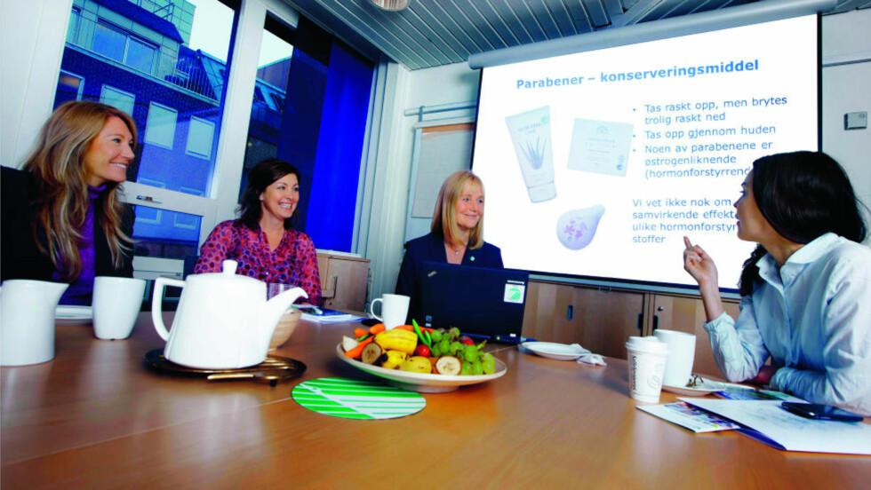 SANNHETENS TIME: Alle kjendiskvinnene fikk påvist miljøgifter i blodet. Fra venstre: Julie Brodtkorb, Liv Grete Skjelbreid Poirée, direktør i Miljømerking, Alvhild Hedstein og Agnes Kittelsen. FOTO: Nina Ruud/Cygnus.