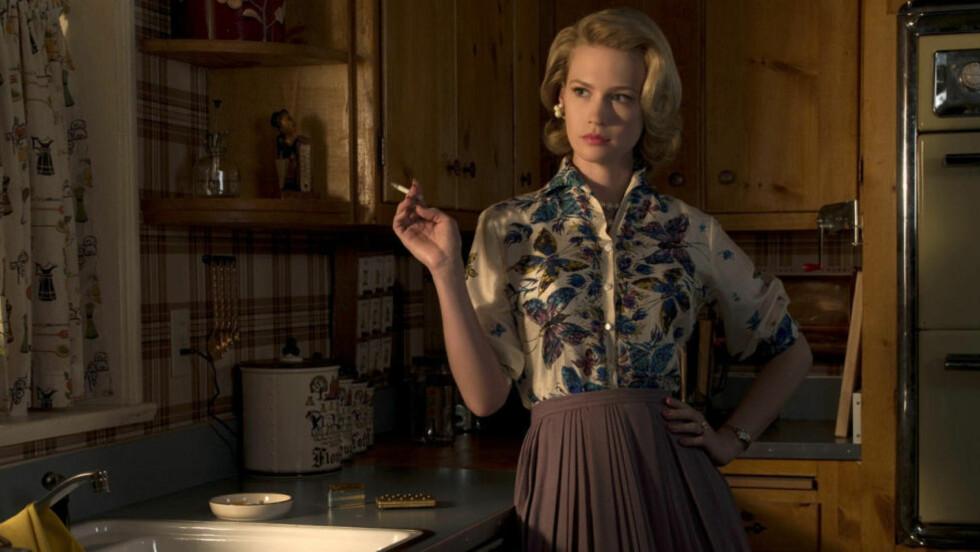 HAPPY HOUSEWIFE: Både media og politikere dyrker lengselen tilbake til hjemmet. Betty Draper lengtet seg bort i «Mad Men».