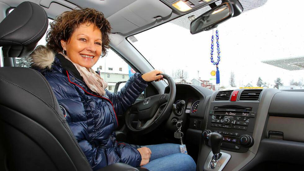 FORNØYD: Runi Nilsen er strålende fornøyd med sin brukte Honda CR-V. Foto: TERJE BJØRNSEN / Vi Menn