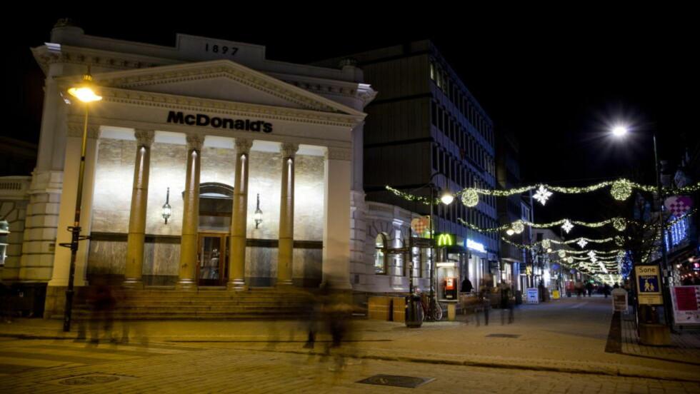 MØTTE OPP HER: McDonalds i Kristiansand sentrum. Her skal ordfører Arvid Grundekjøn (H) ha avslørt en 18-åring som forsøkte seg på utpressing. Foto: Tor Erik Schrøder