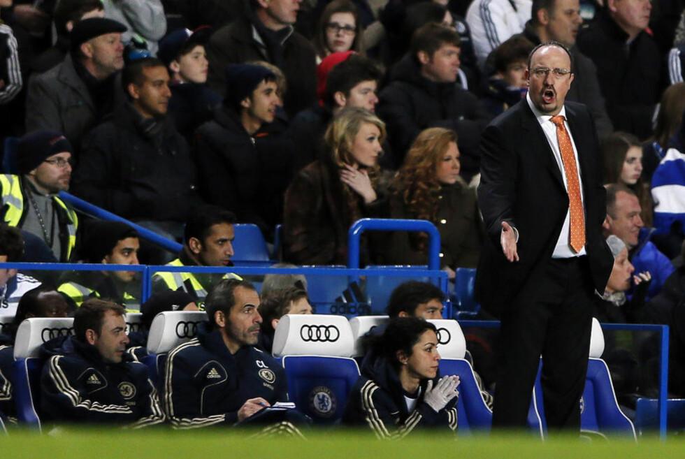 DÅRLIG START: Rafael Benitez har ikke gjort seg mer populær blant Chelsea-fansen med to poeng på sine to første kamper, uten en eneste scoring. Spanjolen mener troppen allerede nå viser tegn på slitasje. Foto: REUTERS/Stefan Wermuth