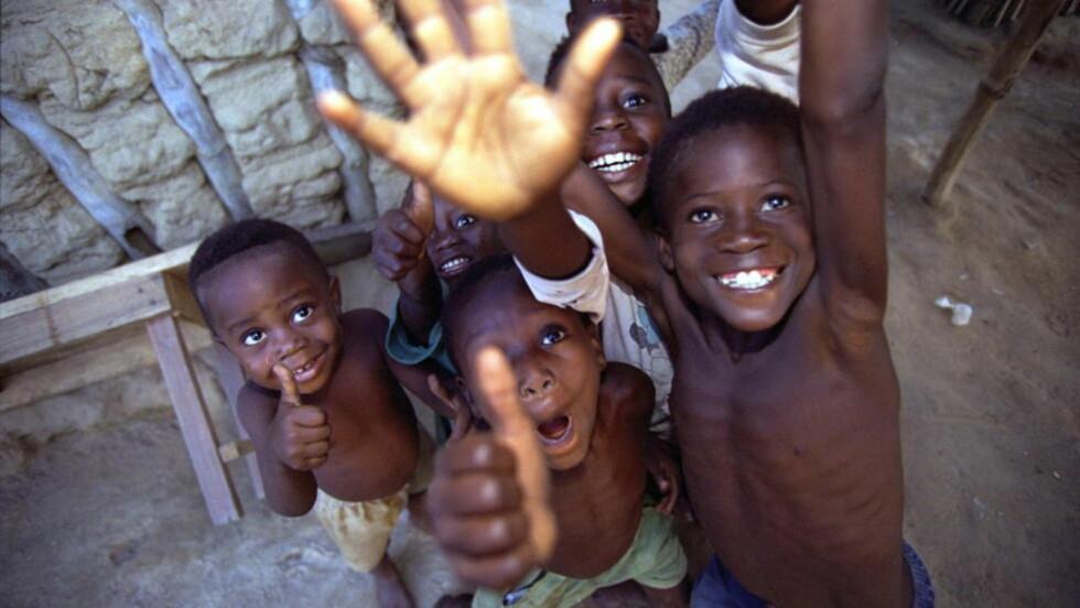 VEKSTHOPP: Tall fra Verdensbanken speiler ikke den økonomiske virkeligheten på det afrikanske kontinentet. I Ghana har en justering av måten man regner ut BNP på avslørt at landet ikke var så fattig likevel, forklarer forfatter Morten Jerven, forfatter av boka «Poor Numbers: how we are misled by African development statistics and what to do about it». Bildet vise ghanesiske barn i en utkantlandsby. Foto: Henning Lillegård