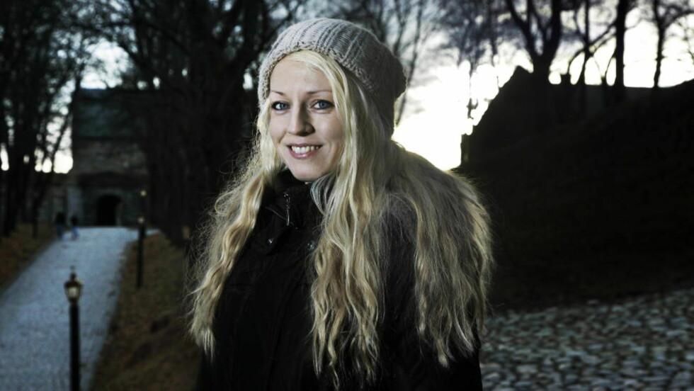 FANTASTYSK: Iselin Alvestad er en av de norske fantasyforfatterne som leses av flest om dagen. Hun fletter inn mange lag av politikk og moderne tankegang i sine ellers veldig fantasifulle ungdomsøker. Foto: Steinar Buholm / Dagbladet.
