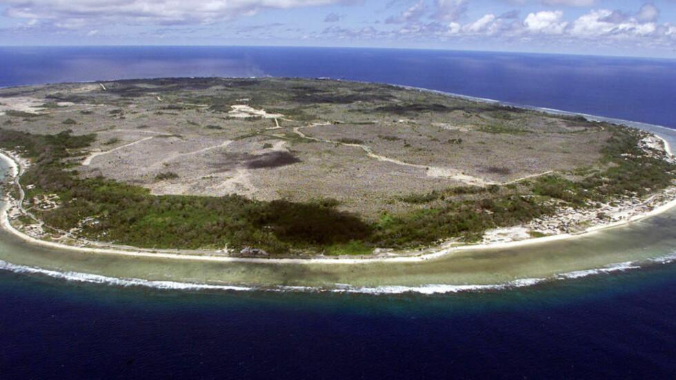 SYNKER: Det høyeste punktet på Nauru i Stillehavet er rundt ti meter over havet. De fleste av de 10 000 innbyggerne bor langs kysten. Foto: Torsten Blackwood / AFP Photo / NTB Scanpix