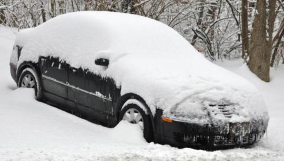 FROSSET: Dersom bilen står utendørs i kulde over en lengre periode er det et godt råd å gå ut og starte opp motoren nå og da. Ta gjerne en kjøretur for å lade batteriet. ILLUSTRASJONSFOTO: Thinkstock