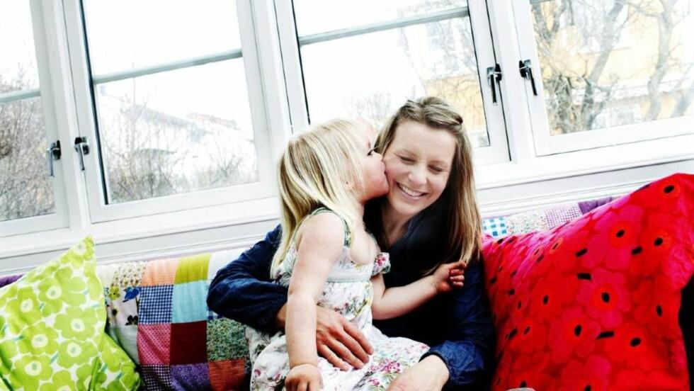 Å VÆRE MOR: Spaltist Trude Lorentzen og datteren, Helena.                                                                                           Foto: Siv Seglem