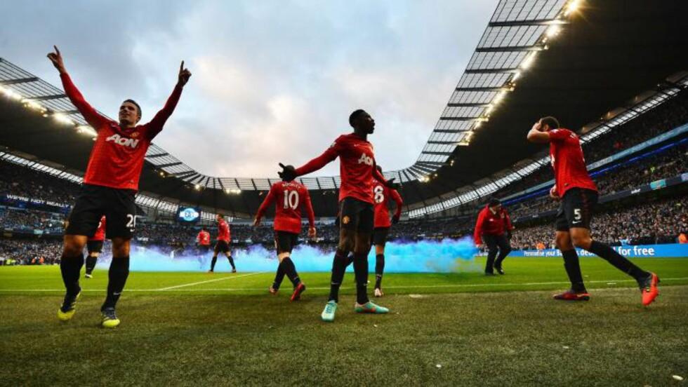 STOROPPGJØR: Manchester United slo Manchester City 3-2 på Etihad i går, men toppoppgjøret i Premier League kunne ikke matche den best besøkte kampen på nivå fire i Skottland.  Foto: AFP PHOTO/PAUL ELLIS
