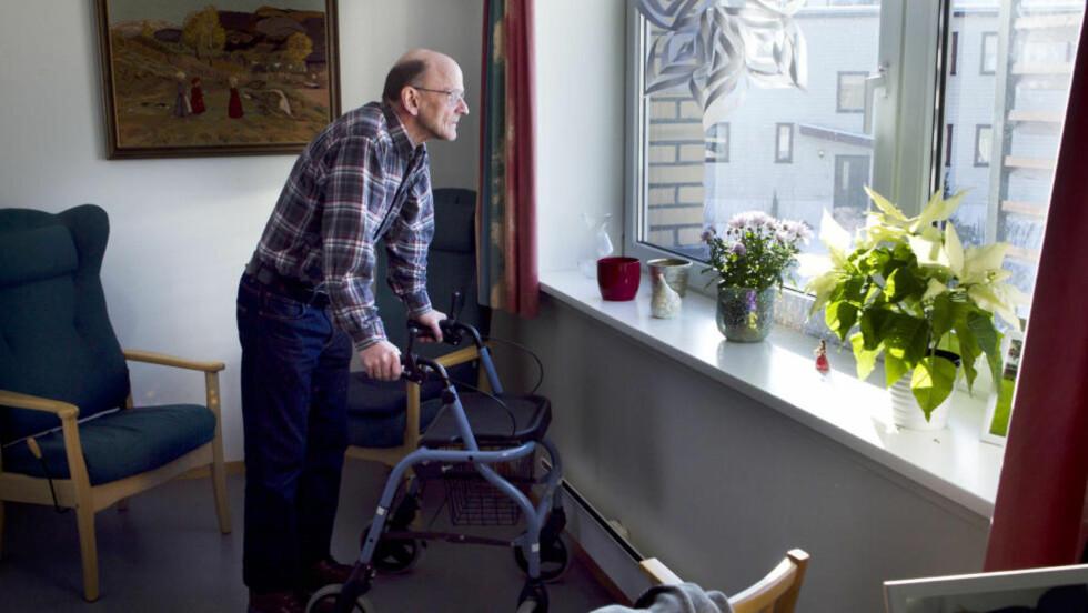UBEHAG: VGs «Julesentral» og Aftenpostens «Julevenn» er kampanjer for å bekjempe ensomhet i jula. Illustrasjonsbilde. Foto: Heiko Junge / SCANPIX NB Modellklarert.