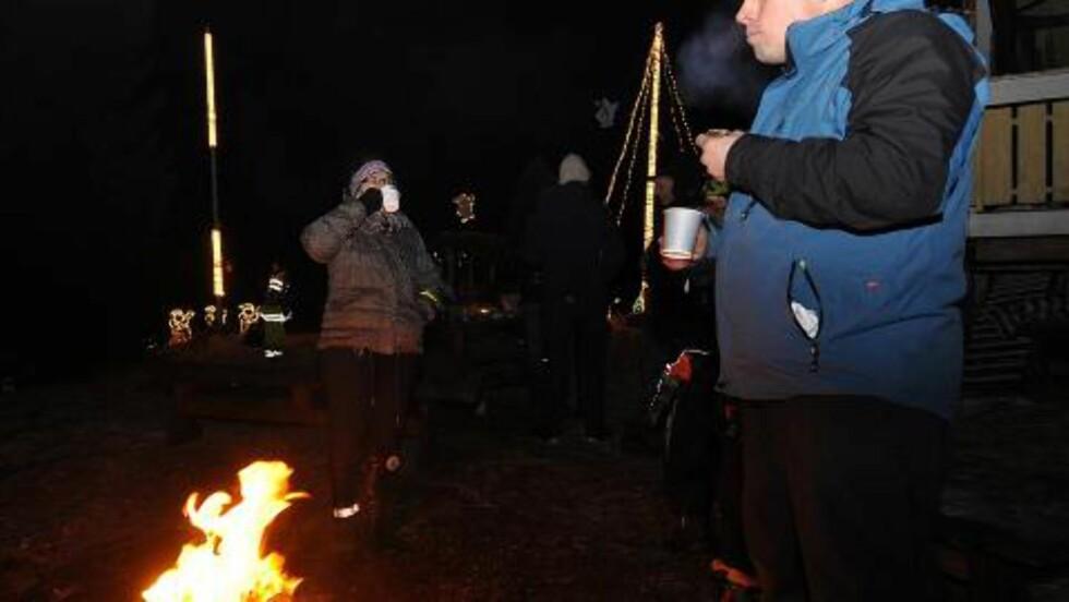GLØGGKOS:  Kaffe ble kokt på bålet 1. desember. Foto: Privat