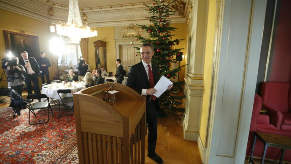 KLIMA: Jens Stoltenberg vil fortsatt ha lederrolle i kampen for klimaet, sa han i møtet med julefrokost med politiske journalister. Foto: Bjørn Langsem.