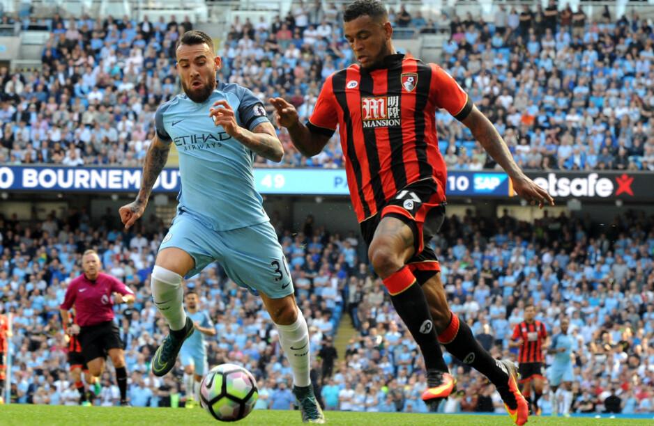 FÅR SKRYT: Bournemouth tapte mot Manchester City, men Joshua King imponerte likevel Pep Guardiola. Her i duell med Nicolas Otamendi. Foto: Scanpix
