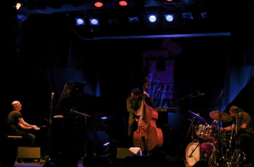 TETT: Marcin Wasilewski Trio på Nasjonal jazzscene fredag kveld. Den polske trioen leverte en tett kommuniserende konsert basert på repertoaret fra sitt «Faithful»-album. FOTO: TERJE MOSNES