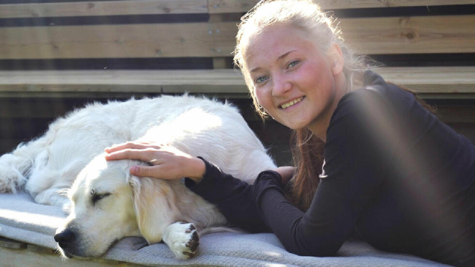 SAVNET: Sigrid Giskegjerde Schjetne (16) har vært savnet i snart to uker. Nå utlover foreldrene hennes en dusør på 950 000 kroner. Foto: Privat / NTB scanpix