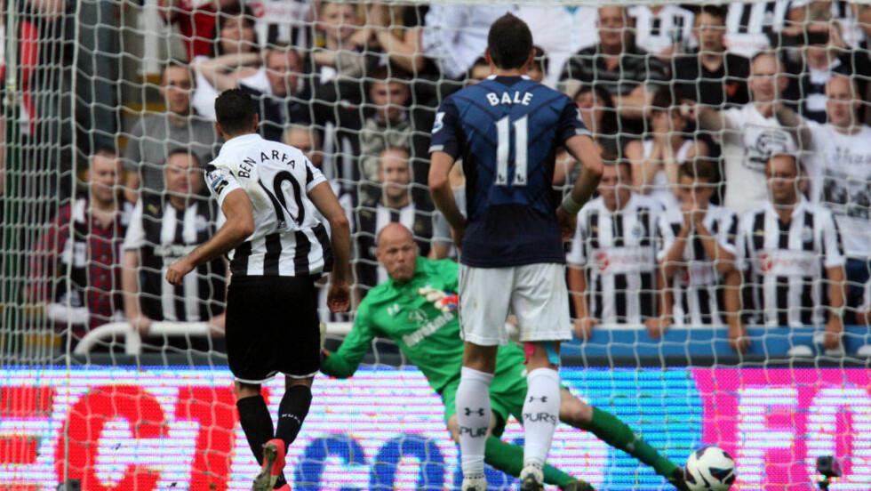 VINNERMÅLET: Hatem Ben-Arfa er iskald og scorer 2-1-målet til Newcastle. Foto: AP Photo/Scott Heppell