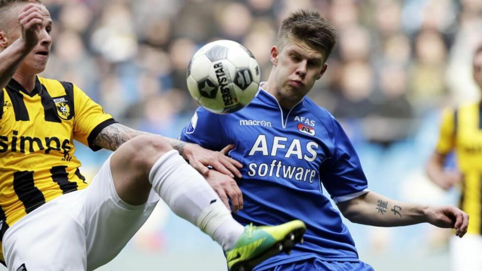 BLIR MED ROBIN? Ifølge nederlandske medier skal Vitesse Arnhems Alexander Buttner være detaljer unna å bli den andre nederlenderen i Manchester United. Foto: SCANPIX/AFP/ ANP / VINCENT JANNINK