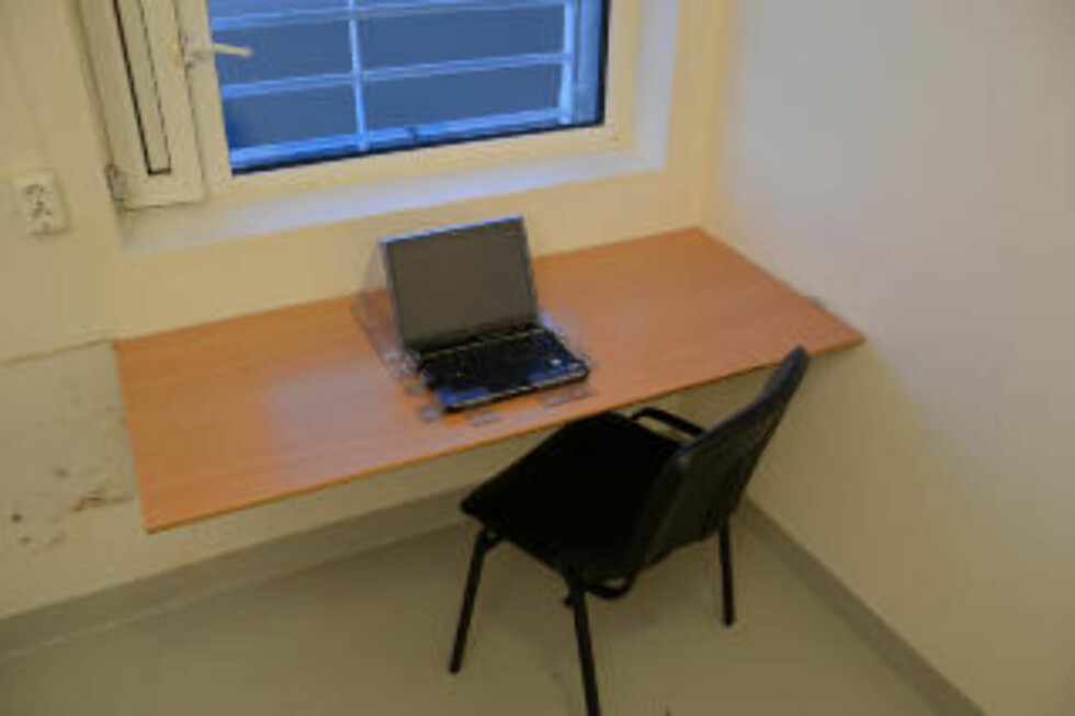 EGEN PC: Breivik vil muligens få mulighet til å bruke PC i fengselet, slik han også har i dag. Breivik fikk PC--tilgang i fengselet etter forhandlinger med politiet. Etter at dommen er falt, er det imidlertid kriminalomsorgen eller helsevesenet som bestemmer om han fremdeles skal ha tilgang på den. Foto: Ila fengsel og forvaringsanstalt / Glefs AS