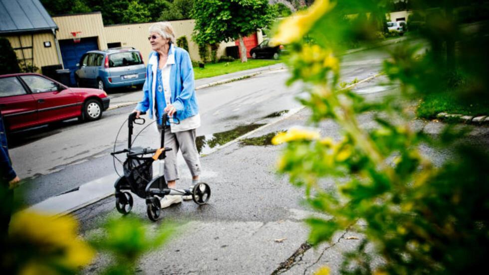 MOSS I DAG - OSLO I GÅR:  I går var det Aud Sylte (85 - bildet) som ble oppsøkt av en kvinne med følgebil på Ammerud i Oslo - i dag skjedde det samme med en 87 år gammel kvinne på Fleischer Brygge i Moss. FOTO: THOMAS RASMUS SKAUG/ DAGBLADET.