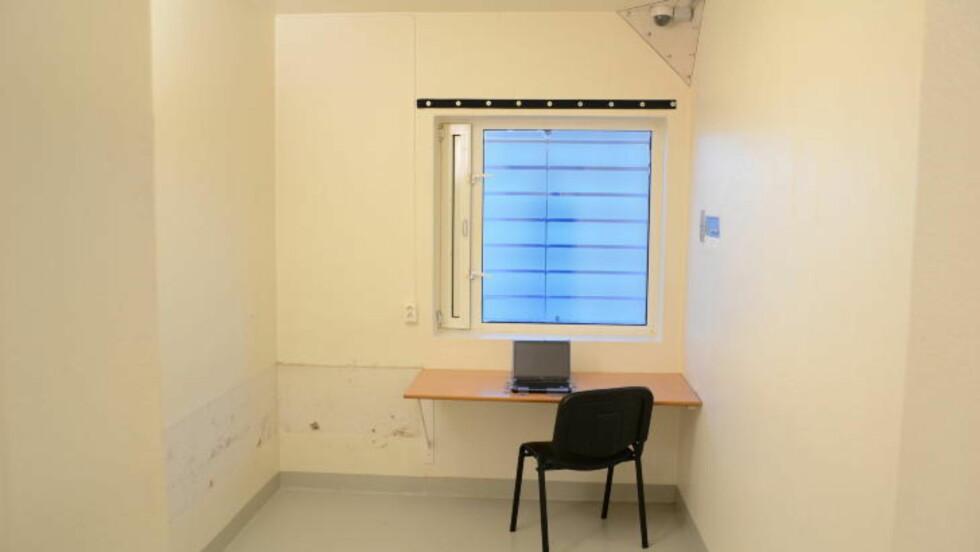 PC: Breivik vil muligens få mulighet til å bruke PC i fengselet, slik han også har i dag. Breivik fikk PC--tilgang i fengselet etter forhandlinger med politiet. Etter at dommen er falt, er det  imidlertid kriminalomsorgen eller helsevesenet som bestemmer om han fremdeles skal ha tilgang på den. Foto: Ila fengsel og forvaringsanstalt/Glefs AS