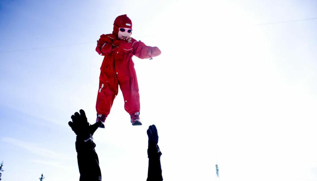OMSORG: Det er forbøffende samsvar mellom fedrenes inntog i det nære livet og invasjonen av instrumentelle tenkemåter i barns hverdag, skriver Per Are Løkke. Illustrasjonsfoto: Sara Johannessen / NTB Scanpix