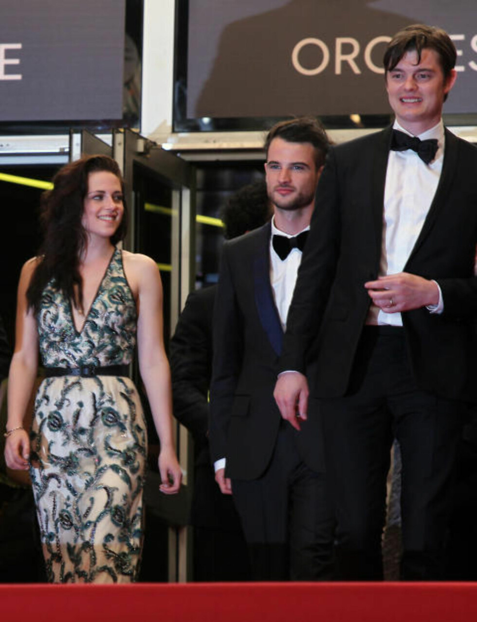 TRANG FØDSEL: I mai lanserte (fra venstre) Kristen Stewart, Tom Sturridge og Sam Riley «On the Road» med brask og bram i Cannes. Siden har filmen vært tilbake på klippebordet, og nå droppes den på norsk kino. Foto: AP Photo/Scanpix