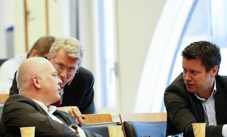 NY DIREKTØR: Trygve Rønningen blir ny kanaldirektør i TV 2. Her er Rønningen (t.h) sammen med kringkastingssjef Thor Gjermund Eriksen og TV 2-sjef Olav T. Sandnes. Foto: NTB Scanpix