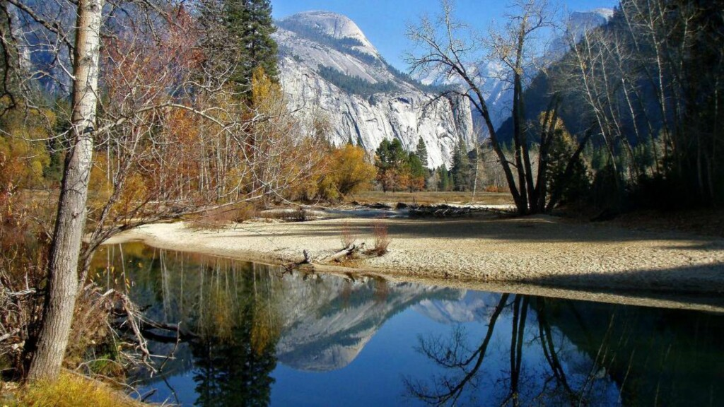10 000 I FARESONEN:  Amerikanske helsemyndigheter har registrert et utbrudd av det såkalte hantaviruset, også kalt musepest, i Yosemite nasjonalpark. Foto: EPA