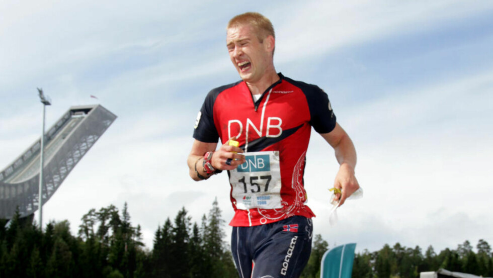 BERGET DAGEN: Olav Lundanes går i mål i Holmenkollen til femteplass og er dermed fortsatt leder av verdesnecupen. Foto: JENS O. KLØVRUD