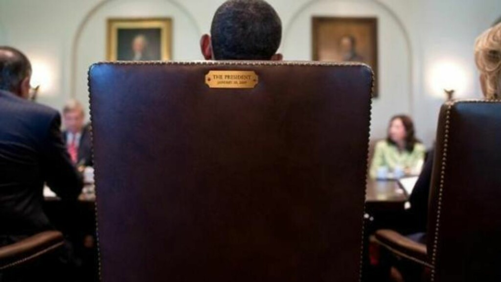 THIS SEAT'S TAKEN:  Barack Obama har svart med dette bildet på sin twitter-konto på stoltalen til Clint Eastwood. Foto: Det Hvite Hus/twitter.