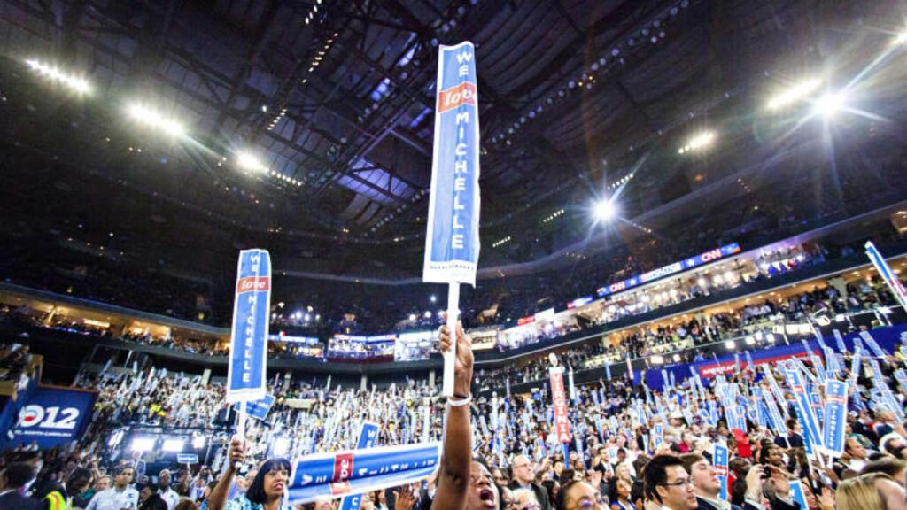 JUBEL: Bill Clinton vil etter alt å dømme bli mottatt som en folkehelt blant de 20000 menneskene inne i demokratenes landsmøtesal. Her fra Michelle Obamas tale i går. Foto: Johannes Worsøe Berg / Dagbladet