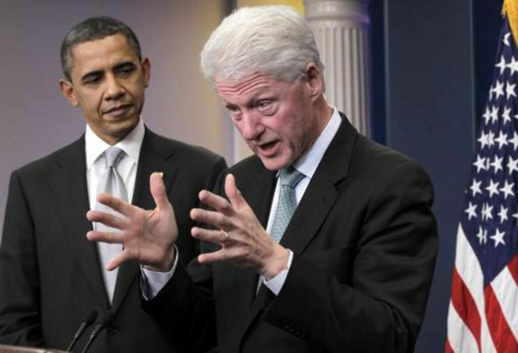STØTTE: Ekspresident Bill Clinton (t.h.) skal i natt fyre opp demokratene på landsmøtet i Charlotte og forsøke å kapre velgere for president Barack Obama. Foto: AP Photo/J. Scott Applewhite