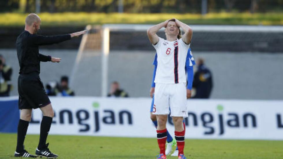 HUFF DA: John Arne Riise satte ny norsk landslagsrekord med sin kamp nummer 105 mot Island. Det er en mager trøst for ham i kveld, etter 0-2-tap mot Island.