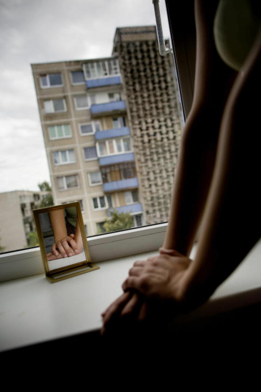 SOLGTE SEX I OSLO: For de norske kundene kostet det fem hundre kroner i bilen og tusen kroner hvis de ville ha med henne hjem. For Eva kostet det smerte, ydmykelse og en konstant redsel. Foto: TOMM W. CHRISTIANSEN/DAGBLADET