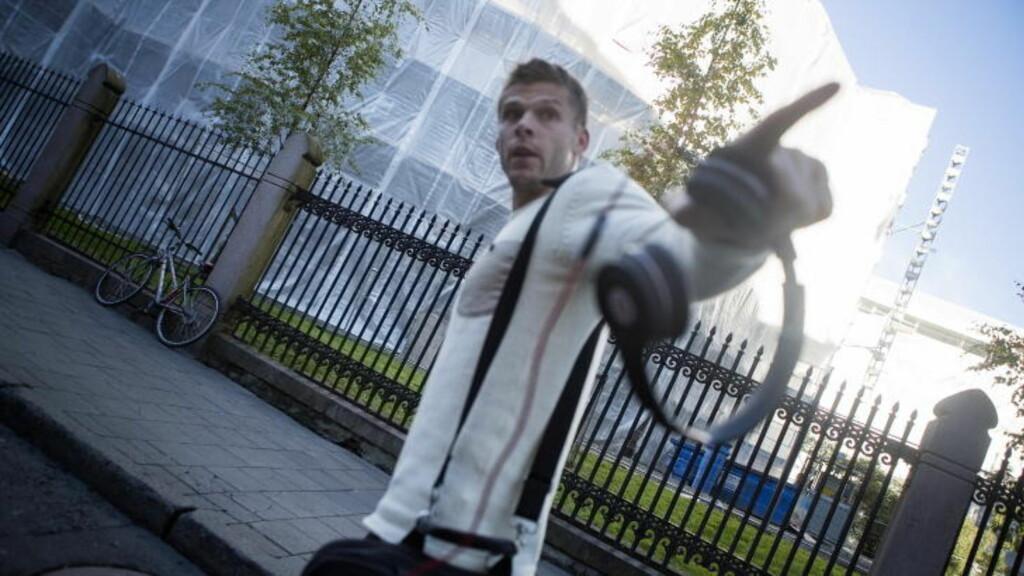 TRUET FOTOGRAF: Rune Jarstein beklager at han ikke var proff da han møtte fotografen i formiddag. Foto: Thomas Winje Øijord / NTB scanpix