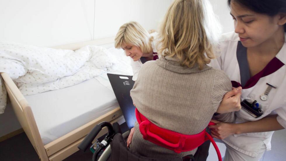 TUNGT: Mange nordmenn er ansatt i midlertide stillinger, blant annet i helsevesenet. Ofte brytes Arbeidsmiljøloven, skriver Ingrid Wergeland fra Manifest Analyse, som nå gir ut pamfletten «Fast jobb ABC»   Illustrasjonsfoto: Heiki Junge / NTB Scanpix
