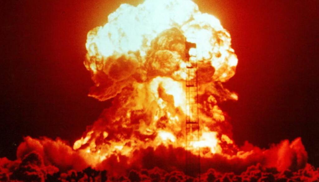 ATOMBOMBE: Dette bildet er tatt fra en prøvesprengning i 1953 i Nevada i USA. Bomben hadde en kraft på 23 kilotonn.   Foto: National Nuclear Security Administration / Nevada Site Office