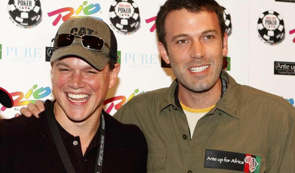 PRODUSERER SØRPOL-FILM: Matt Damon (til venstre) og Ben Affleck. Foto: Scanpix/AP Photo
