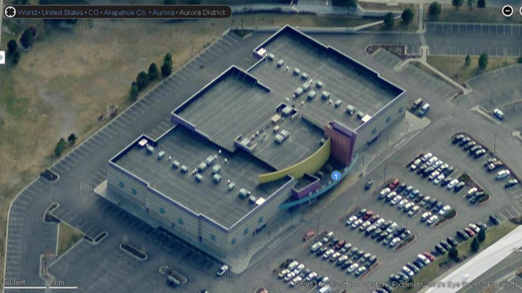 KINOMASSAKRE: Det var i dette bygget i byen Aurora i staten Colorado at James Holmes startet å skyte rundt seg 20 juli i år. Kinoanlegget eies av Cinemark USA. Foto: Courtesy Bing Maps / Reuters