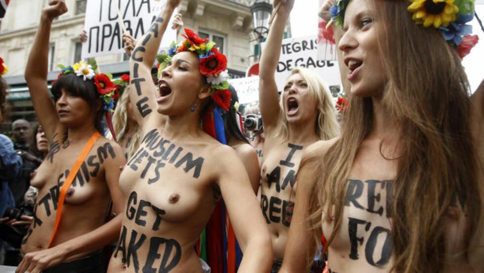 NAKENPROTEST: Femen er ute etter nye medlemmer og ber også muslimer bli med på nakenprotestene. Foto: REUTERS / Jacky Naegelen / NTB scanpix