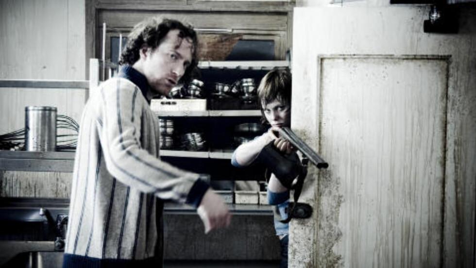 <strong>FRITT VILT:</strong> Ingrid Bolsø Berdal er kanskje mest kjent for «Fritt vilt»-filmene. Her sammen med regissør Roar Uthaug, som også har regissert premiereklare «Flukt», under innspillinga av den første «Fritt vilt»-filmen i 2006. Foto: Fantefilm / SF Norge