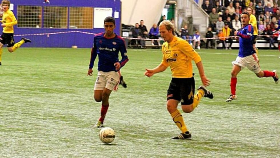 POPULÆR: Pål Strand er kjent som en hardtarbeidende spiller. Her i kamp mot Vålerenga. Foto: Tor Amundsen / Raufoss Fotball