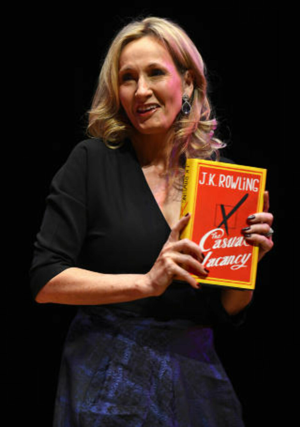 FRA MAGI TIL IRONI: Hun skriver godt, Rowling; vittig, ironisk, spissformulert og skarpt om typene med gjenkjennelige karakteristikker, skriver vår anmelder. Foto: PAUL HACKETT / REUTERS / NTB SCANPIX