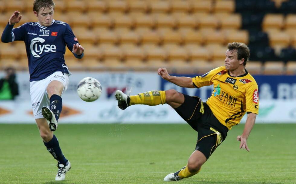 FRISK IGJEN: Henning Hauger (t.h.) under gårsdagens kamp mellom Lillestrøm  og Viking. Foto: HÅKON MOSVOLD LARSEN / NTB SCANPIX