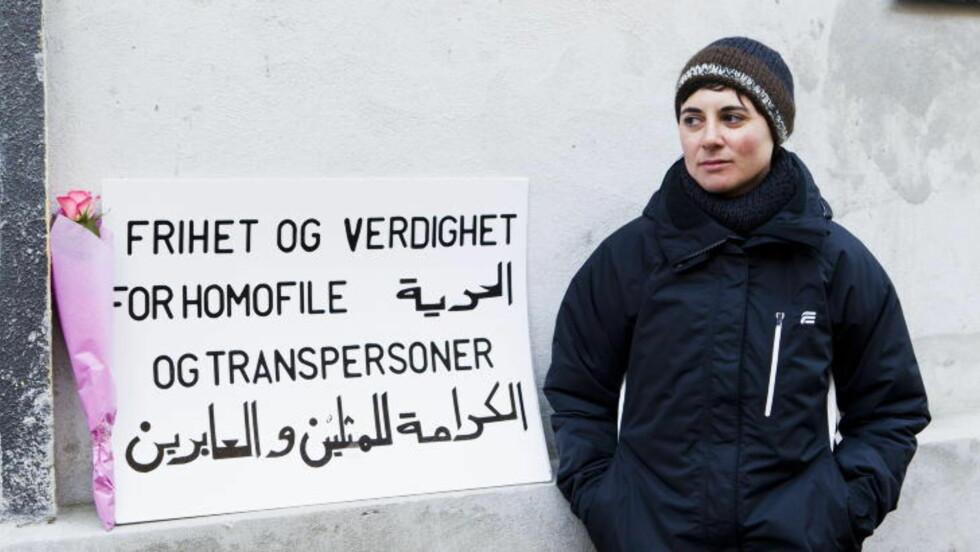 AKSJONERTE MOT ISLAMSK RÅD::  Sara Azmeh Rasmussen startet en aksjon i 2011 for frihet for homofile og transepersoner innen islam utenfor lokalene til Islams Råd. Foto: BERIT ROALD/SCANPIX